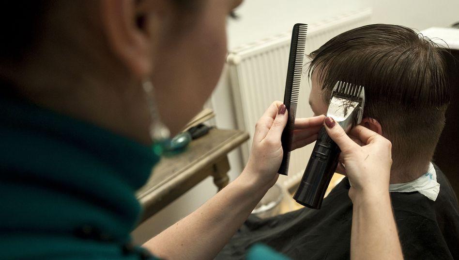 Friseurin in Berlin: Immer weniger vollzeitbeschäftigte Frauen