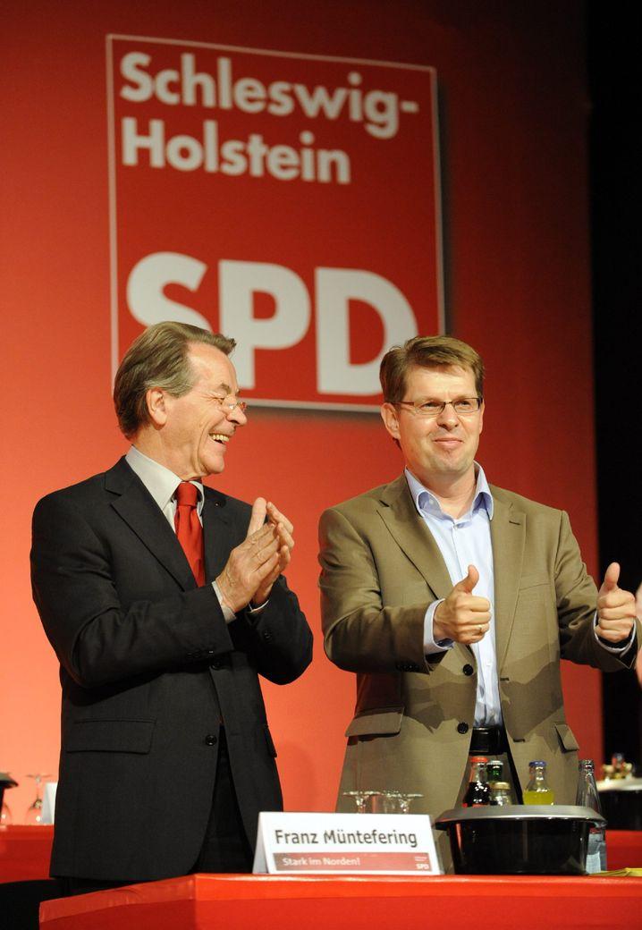 SPD-Chef Müntefering, Schleswig-Holsteins SPD-Landeschef Stegner in Lübeck: Wahlduell im Norden