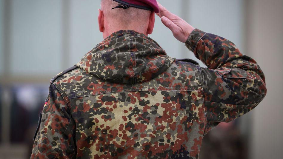 Wegen einsatzbedingter psychischer Probleme sind immer mehr Soldaten in Behandlung (Symbolbild)