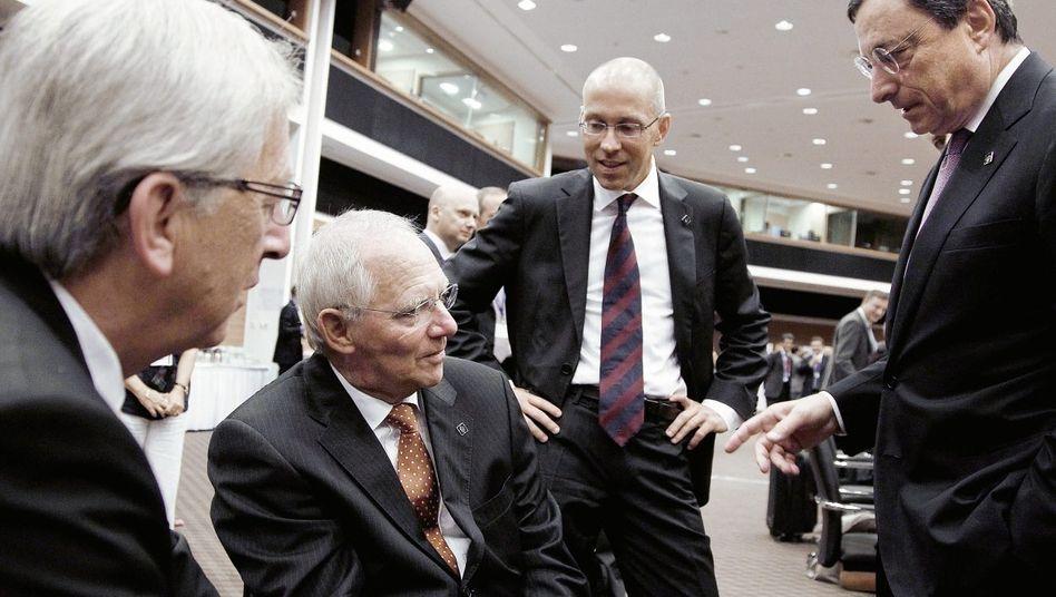 Schäuble (2. v. l.), Draghi (r.) beim Finanzministertreffen auf Zypern 2012