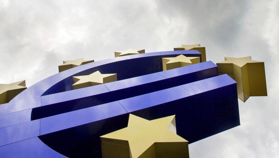 Euro-Skulptur vor der Europäischen Zentralbank: Druck auf Bundesregierung wächst
