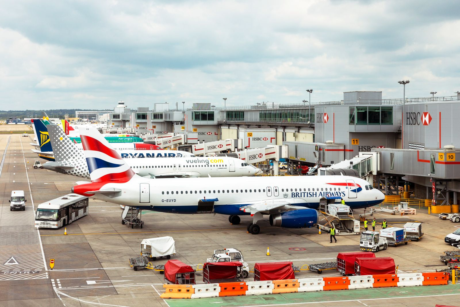 British Airways Airbus A320-232 registered G-EUYD being loaded at London Garwick airport, London, England, UK. (Findlay Rankin)