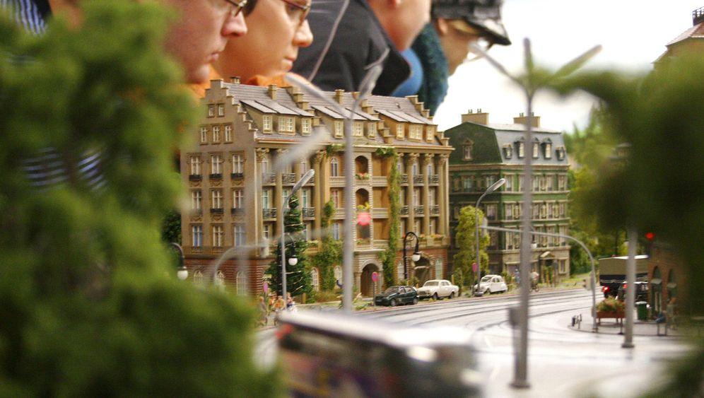 """""""Miniatur-Wunderland"""" in Hamburg: Spielzeugmenschen heben ab"""