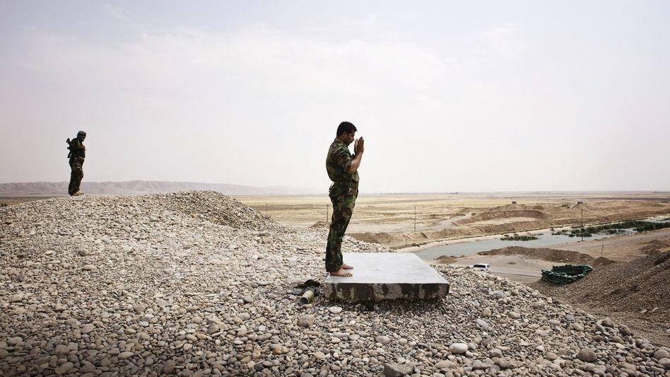Kurdische Peschmerga-Kämpfer in Tus Churmatu