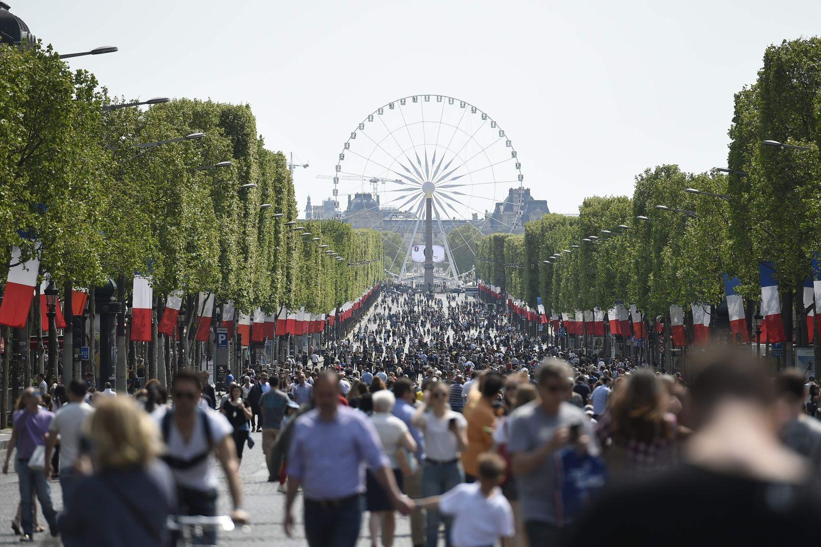 Frankreich / Paris / Champs-Elysees