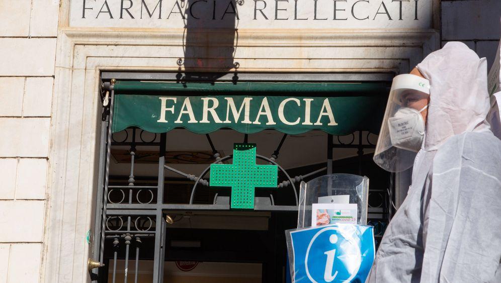 Corona-Teststation an einer Apotheke in Rom
