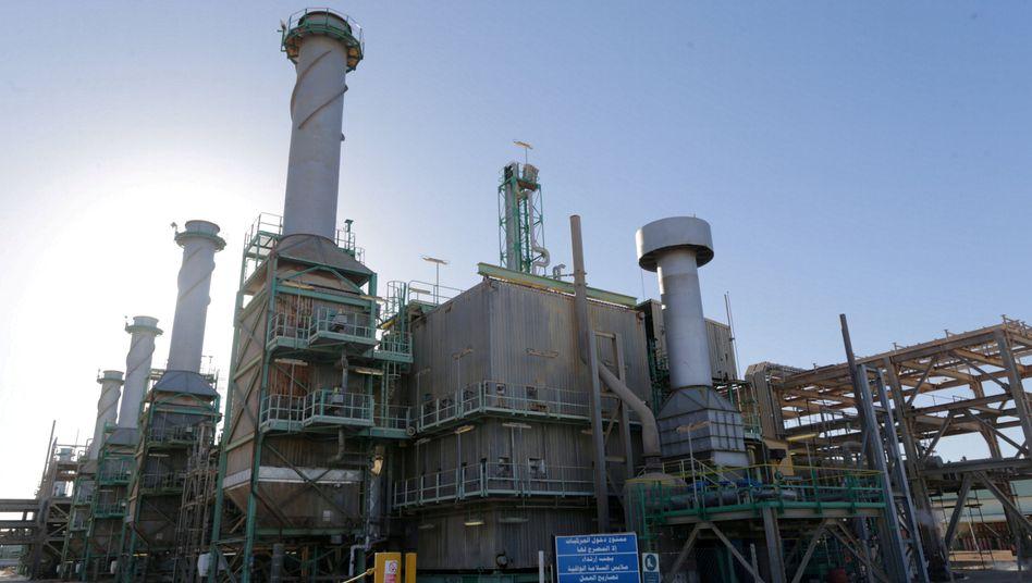 Pipelines am Ölhafen von Ras Lanuf in Libyen