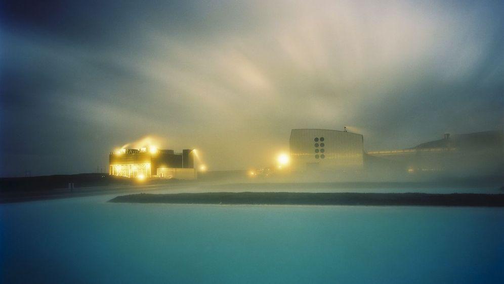 Unwirkliches Island: Kraftwerke im Polarlicht