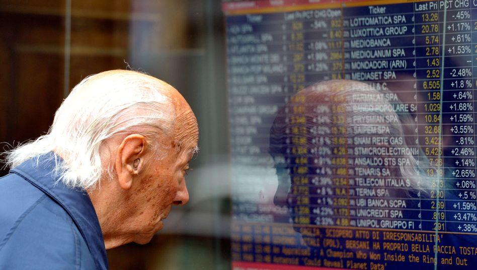 Börsenticker in Bank-Schaufenster in Mailand: Frisches Geld wird für Italien teurer