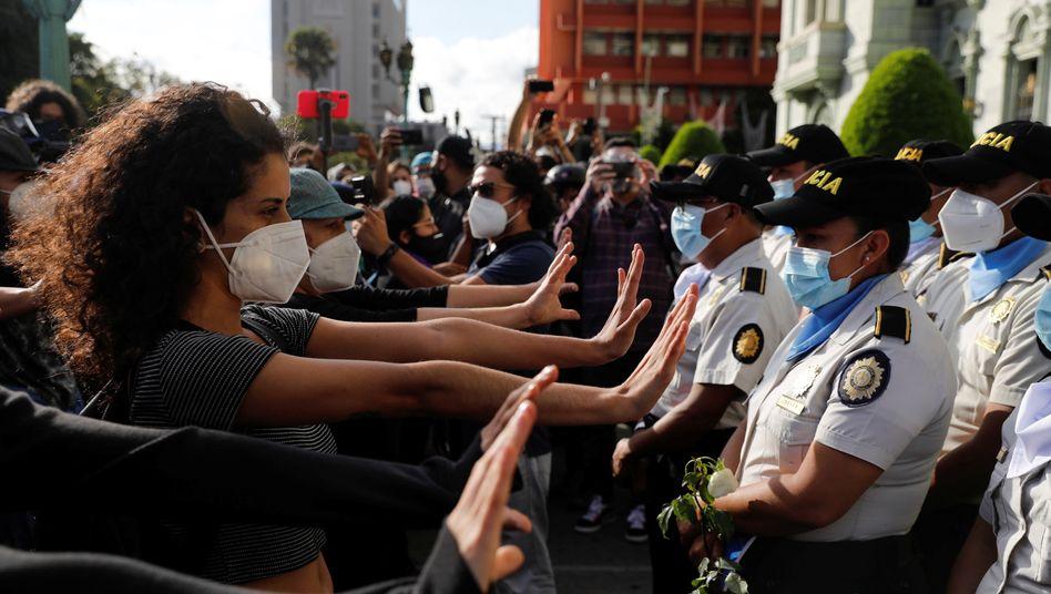 Guatemalteken fordern den Rücktritt von Präsident Alejandro Giammattei