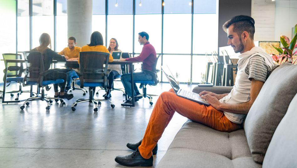 Tisch, wo bist du? Beim Desk-Sharing planen Unternehmen mit weniger Arbeitsplätzen, als sie Mitarbeiter haben
