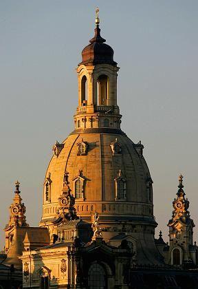Frauenkirche in der Morgensonne: Es wird ihr Tag sein, alles sitzt