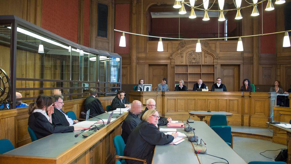 Angeklagte Rocker vor Gericht (Archiv)