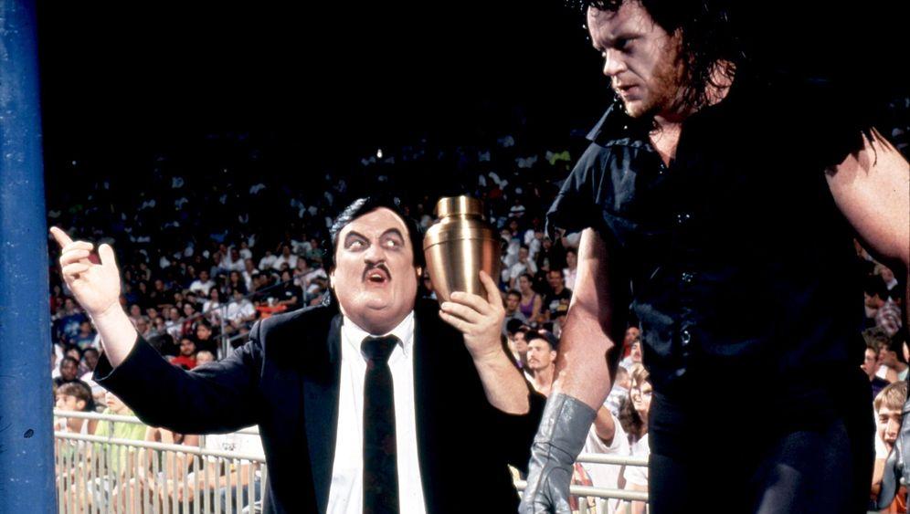 Unheimliches Duo: Paul Bearer und der Undertaker