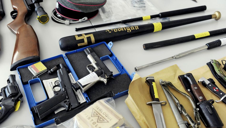 """Weapons seized by police in Germany during raids on suspected neo-Nazis: """"The right-wing extremist scene has access to a not insignificant amount of weapons and munitions."""""""