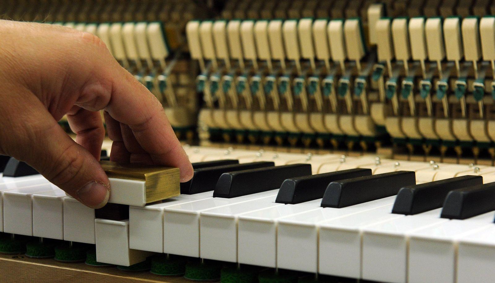 Klavierproduktion bei Grotrian-Steinweg
