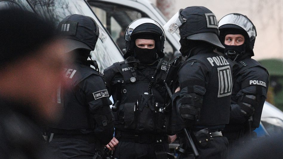 Polizisten in Frankfurt (Symbolbild)