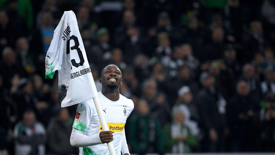 Borussia Mönchengladbachs Marcus Thuram bejubelt den 4:2-Erfolg über Eintracht Frankfurt.