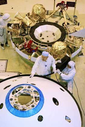 """Arbeiten an den Sonden für die """"Mars Exploration Rover"""": Letzte Funktionstests"""