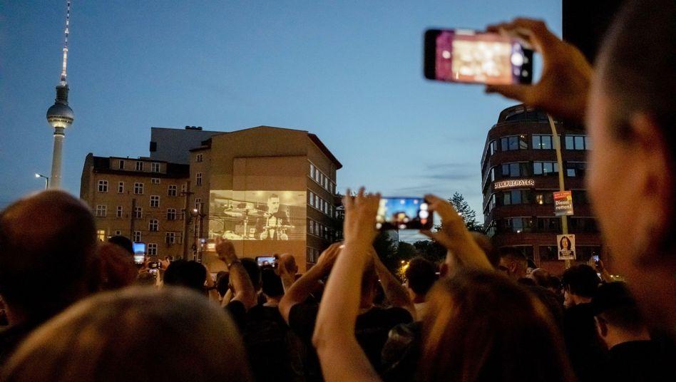 Songpremiere auf Straßenkreuzung: Rammstein huldigen Kraftwerk