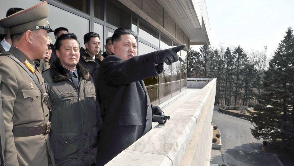 """Führer Kim Jong Un an der Grenze mit Militärs: """"Heiliger Krieg"""" gegen die Medien im Süden"""