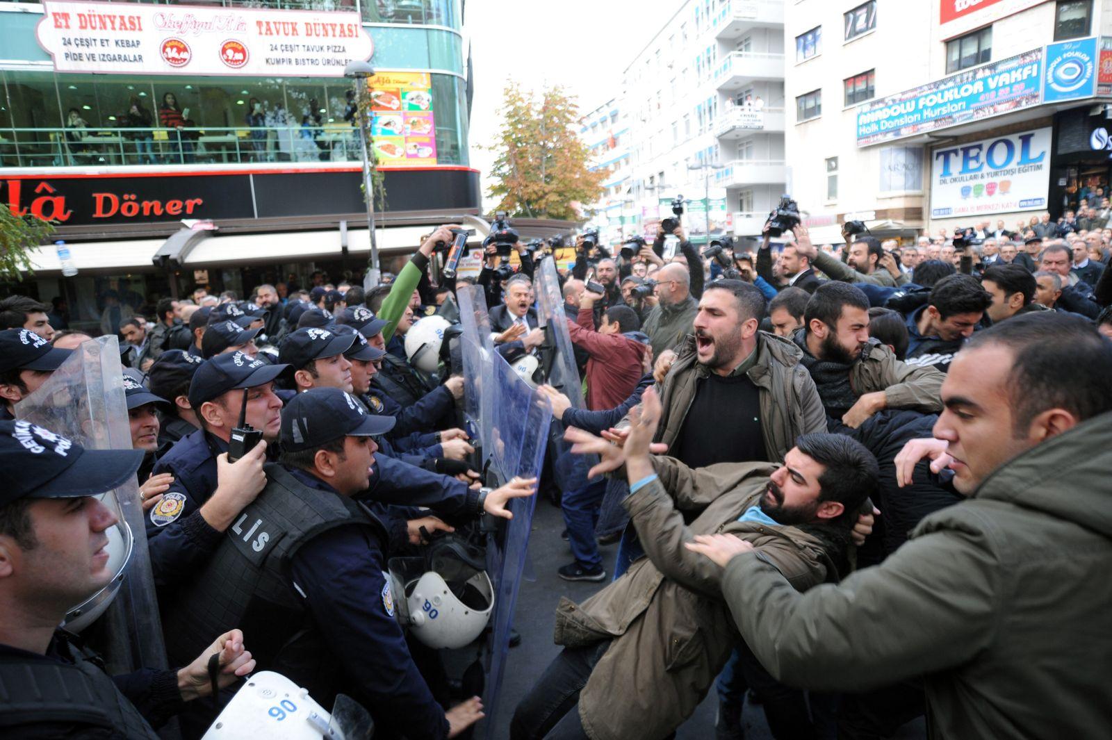 Türkei/ Putsch/ Can Dundar/ Erdem Gul/ Protest/ Krawalle/ Verhaftungen