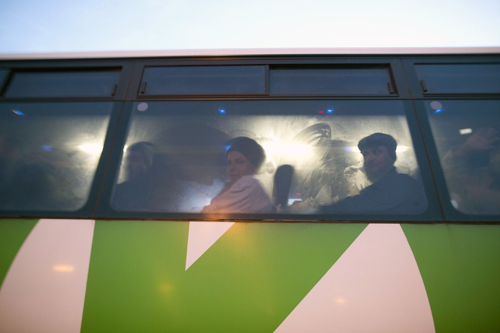 Palästinenser/ Bus/ Westjordanland
