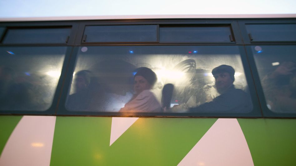 Westjordanland: Palästinensische Arbeiter im Bus