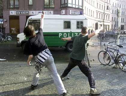 Angriff auf die Wanne: Steinewerfer am 1. Mai