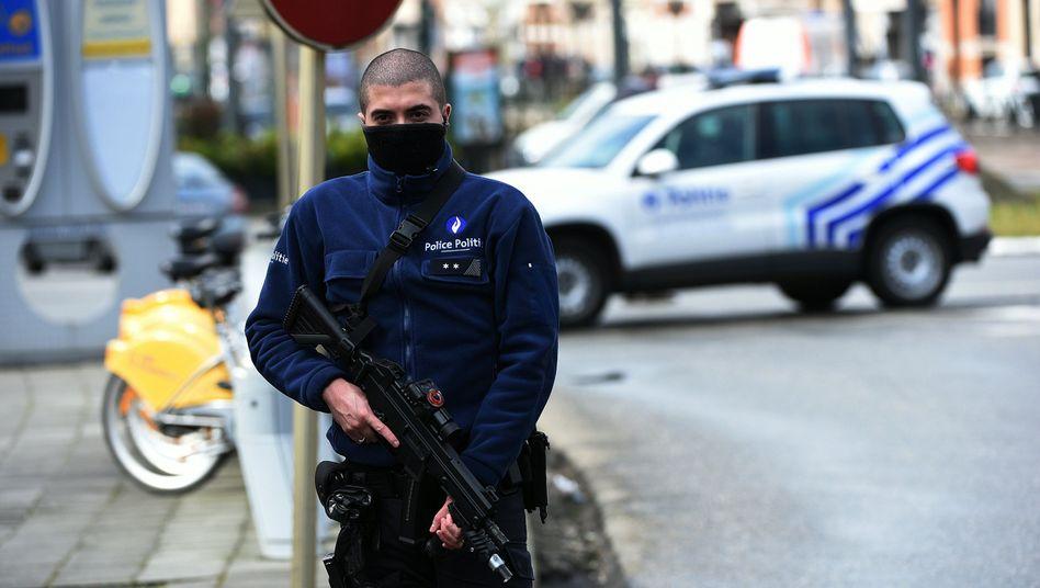 Polizist im Brüsseler Stadtteil Schaerbeek