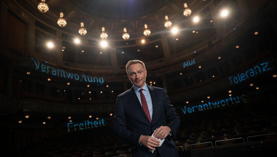 FDP-Chef Lindner vor leeren Rängen im Stuttgarter Opernhaus