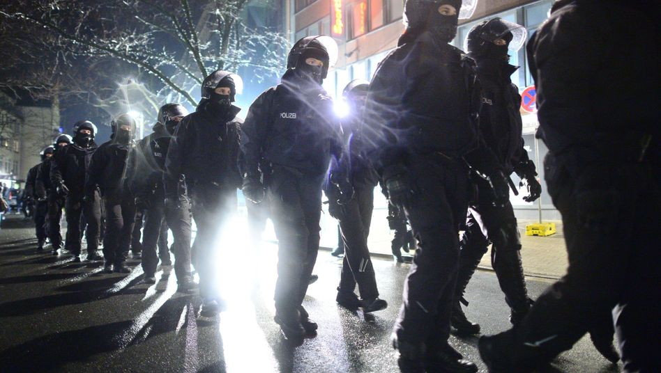 Polizeieinsatz in Hannover: Ausschreitung während Hagida-Demo