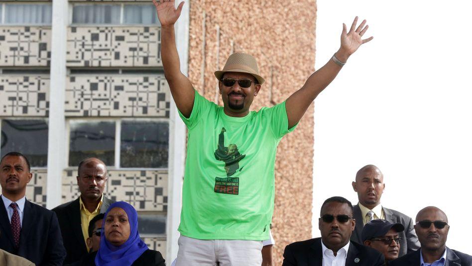 Abiy Ahmed mit Mandela-T-Shirt bei einer Kundgebung in Addis Abeba