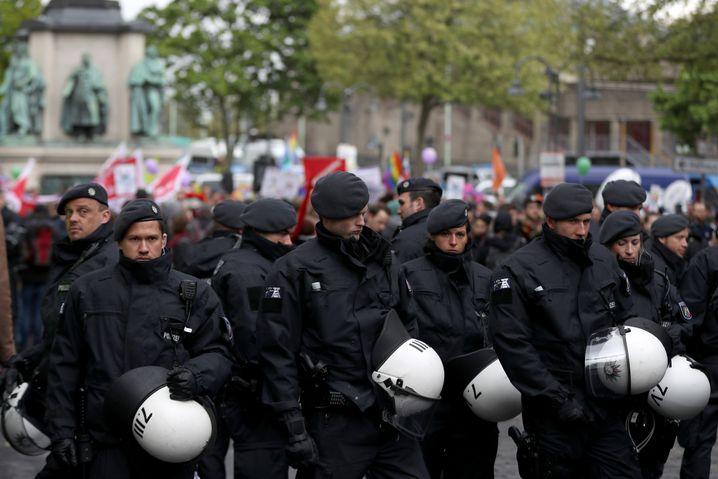 Die Polizei ist mit Tausenden Beamten im Einsatz