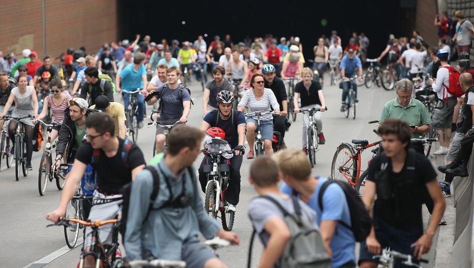 Fahrradsternfahrt auf der A100 in Berlin (Archivbild)