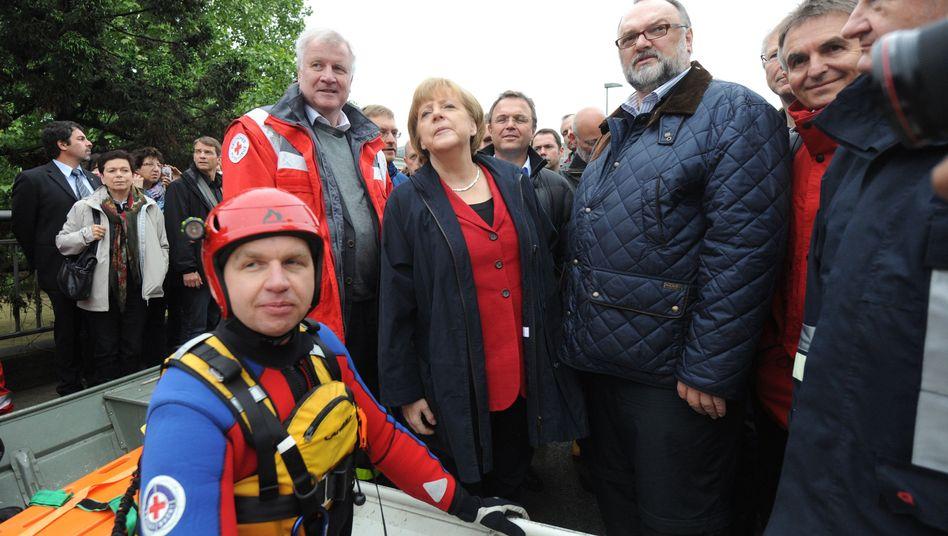 Besuch in Passau: Merkel sagt 100 Millionen Euro Hochwasserhilfe zu