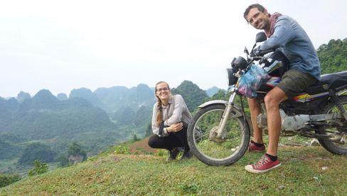 Ieva, 34, und César Augusto, 37: Das Paar aus Litauen und Brasilien ist seit Juni 2016 auf Reisen. Von Russland ging es Richtung China, auf die Philippinen und nach Neuseeland und Australien, zwischendurch immer wieder nach Europa. Nach Thailand halten sie sich nun in Vietnam auf und können nicht wie geplant nach Korea, Taiwan und Japan.