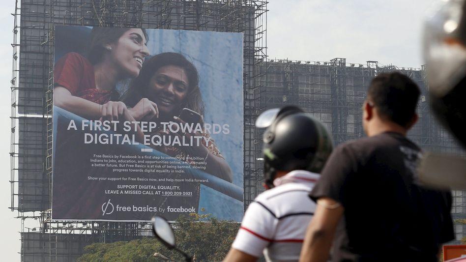 Free-Basics-Plakat in Mumbai: PR-Offensive von Facebook