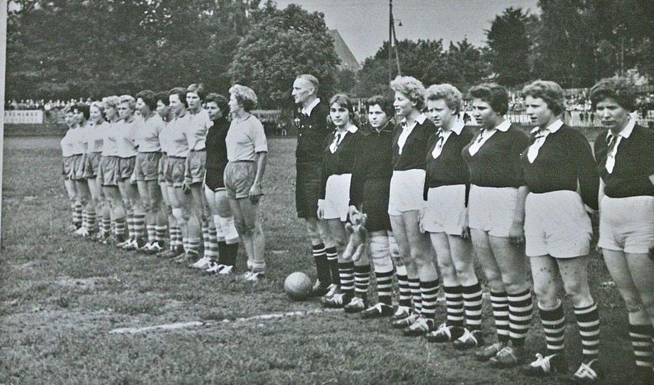 Fortuna Dortmund galt in den Fünfzigerjahren als die beste deutsche Frauenmannschaft. Als der Sport 1955 verboten wurde, spielte das Team unbeirrt weiter.