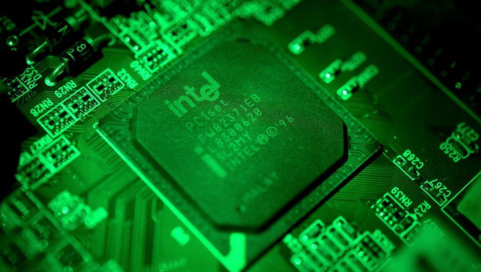 Computerchip von Intel: Milliardeninvestition in neue Fabriken