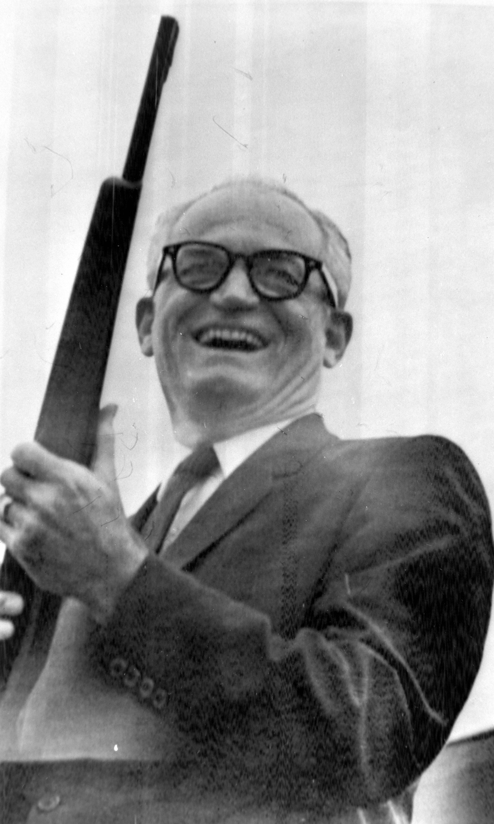 SENATOR BARRY GOLDWATER WITH 6MM RIFLE AT GREAT FALLS MONTAINN 11 SEPTEMBER 1964 Copyright Top