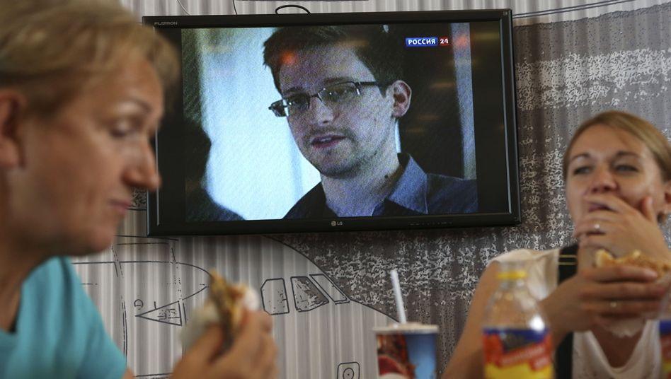 Im Transitbereich eines Moskauer Flughafens: Edward Snowden sitzt hier fest