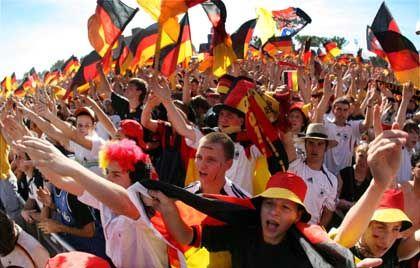 """Deutsche Fußballfans: """"Gott erhalte Franz den Kaiser!"""""""