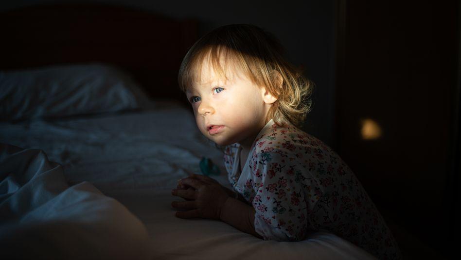 Schlaf, Kindchen, schlaf: Abends wird die fröhliche Prinzessin in Pink zur dunklen Herrscherin der Nacht