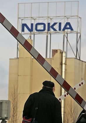 Nokia plans to pull up the stakes at its plant in Bochum, western Germany, but the state of North Rhine-Westphalia is calling for it to reimburse tens of millions in government job-creation subsidies.