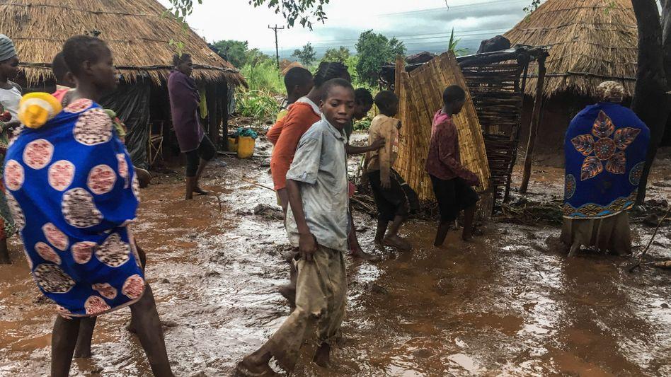 Bewohner des Dorfes Chiluvi in Mosambik
