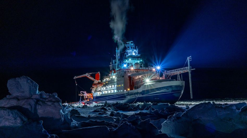 Forschungsschiff »Polarstern« während der »Mosaic«-Expedition in der zentralen Arktis