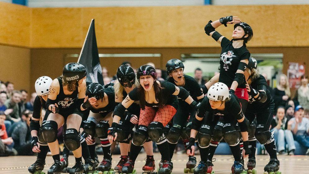 Roller Derby: Mit Gebissschutz und harten Bandagen