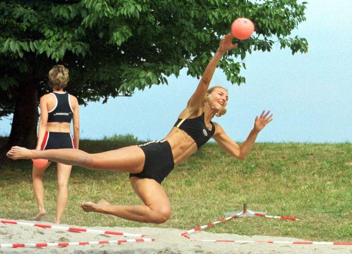 Christine Lindemann beim Beachhandball (Archiv)
