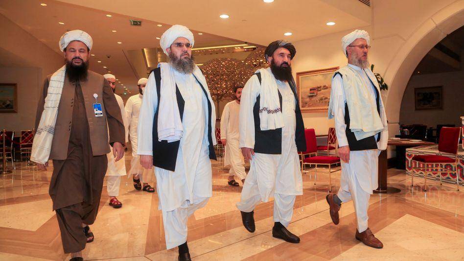 Eine Delegation der Taliban vor Verhandlungen in Doha